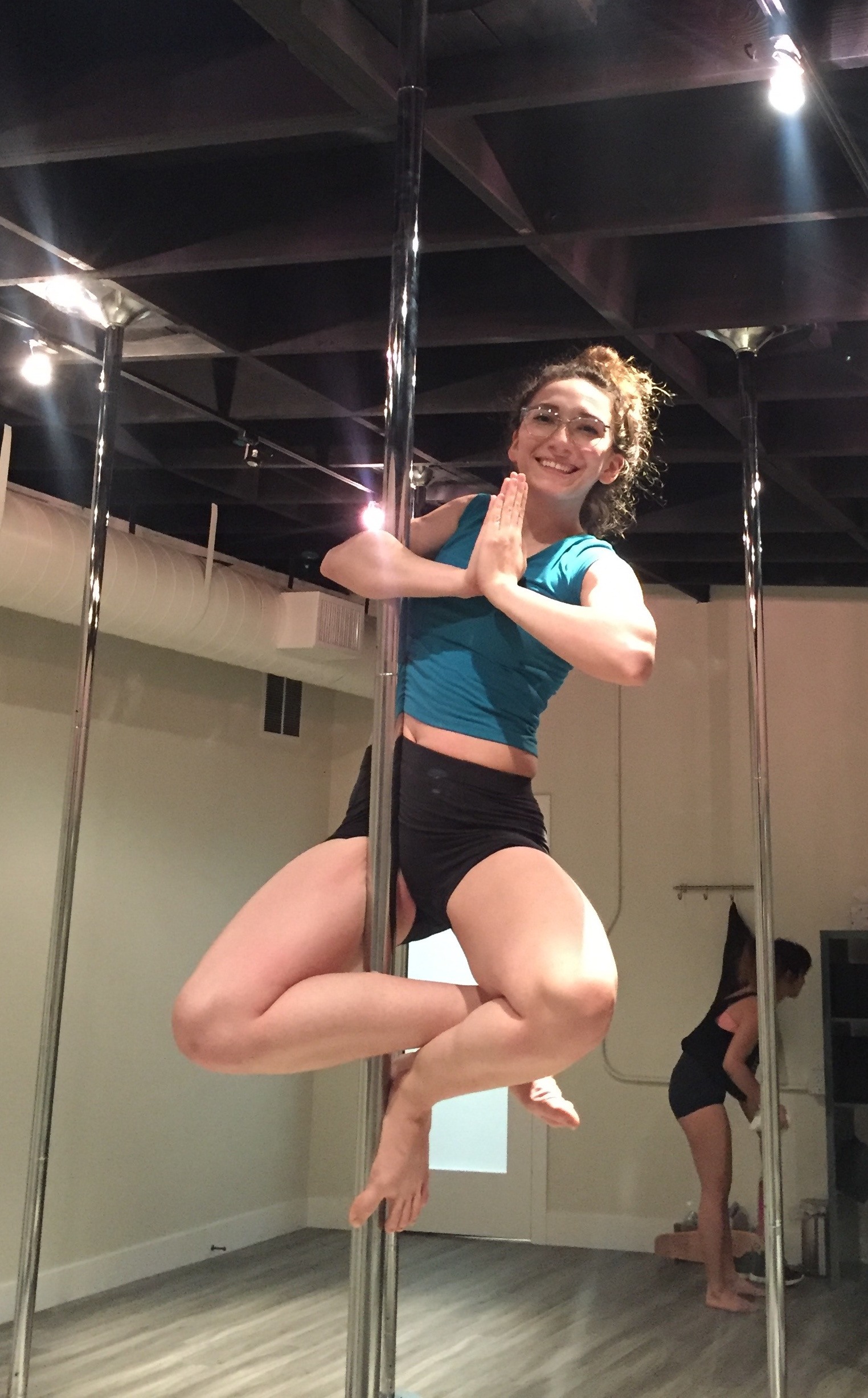 pole dance, pole fitness, pole move, pole pose